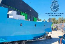 """Un antiguo velero ecuatoriano captura un """"narcosubmarino"""" frente al Pacífico colombiano"""