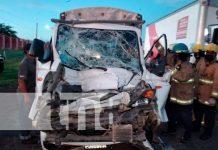 Conductor de camión queda prensado en violento accidente en Tipitapa