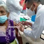 Familias de la Isla de Ometepe se inmunizan contra la COVID19