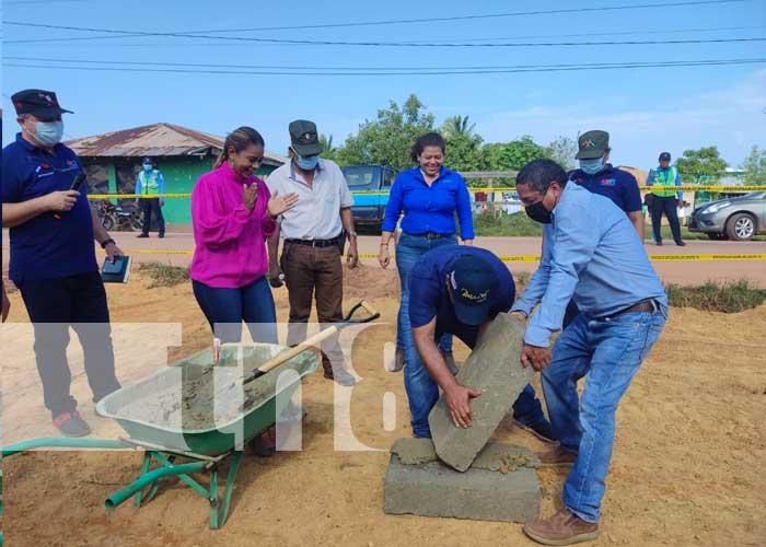 Acto de entrega de sitio para construir edificio del MARENA en Bilwi