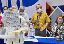 Presentación de boletas electorales por parte del Consejo Supremo Electoral