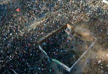 Masiva marcha por los dos años del estallido social dejó dos muertos en Chile