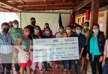 Entrega de créditos a grupos familiares productores en Madriz