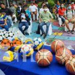 Entrega de uniformes y materiales deportivos para jóvenes en Managua