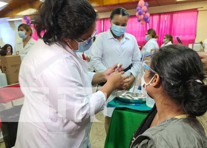 Vacunación en Nicaragua para mujeres embarazadas, puérperas y lactantes