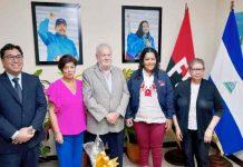 Embajador de Perú sostiene encuentro con MEFCCA y coordinadora del programa Usura Cero