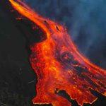 Erupción en el volcán de La Palma crea dos nuevas bocas e intensa actividad