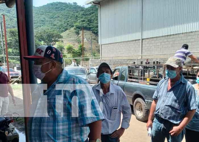 MEFCCA entrega bonos para el procesamiento de lácteos en Jinotega