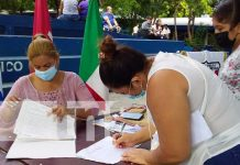 Proceso de matrícula en un colegio de Managua