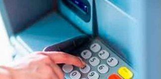 ¿Lluvia de billetes? Delincuentes explotan cajero automático en México
