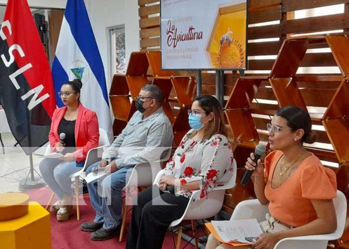 Conferencia de prensa del MEFCCA sobre Feria de Miel