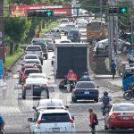 Tráfico en hora pico en una calle de Managua, Nicaragua