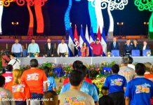 Presidente de Nicaragua, Daniel Ortega y Vicepresidenta Rosario Murillo en acto por entrega de buses rusos