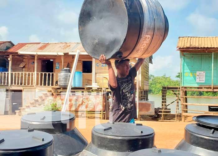 Entrega de tanques en Wawa Boom