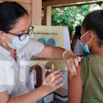 Dedicación del personal médico en vacunación de Granada