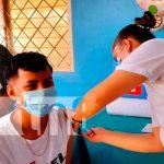 Aplicación de vacunas a niños, niñas, jóvenes y familias en Nandaime