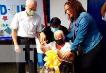 Entrega de una vivienda digna a una anciana en Managua