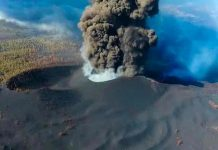 Volcán Cumbre Vieja provoca una gran nube de cenizas, lava y varios terremotos