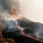 Lava del volcán La Palma fluye lenta, mientras continúa la actividad sísmica